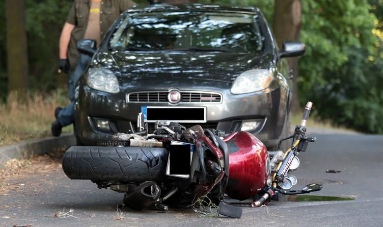 Motocyklista uciekał policji ulicami Zielonej Góry. Na koniec wjechał w audi.