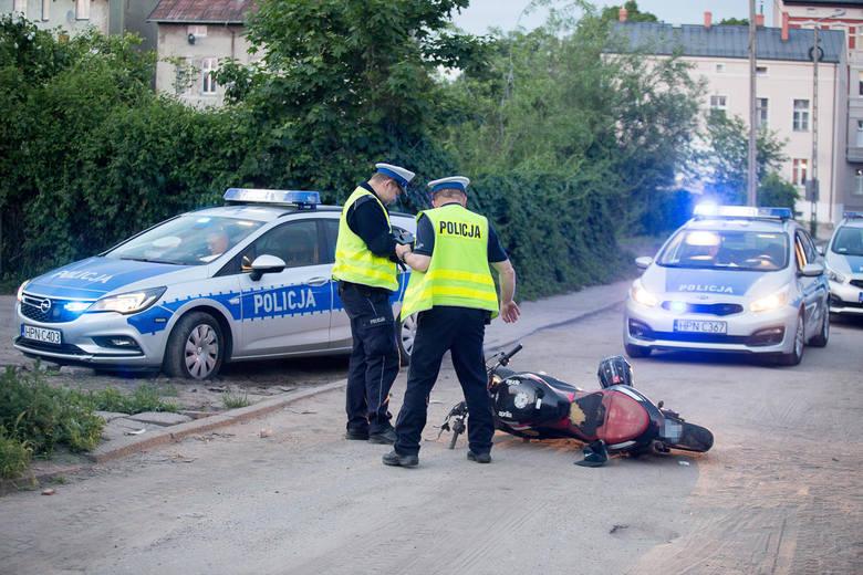 W czwartek 23 maja, około godziny 20. przy ulicy Płowieckiej w Słupsku doszło do wypadku z udziałem motocyklisty. Na miejscu zdarzenia pracowali policjanci