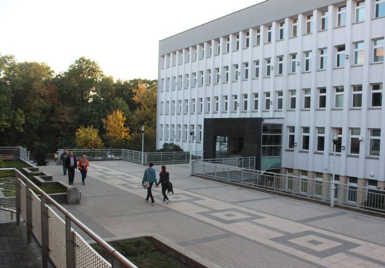 Budynek przy ul. Obrońców Pokoju w Lublinie już od dawna nie odpowiada potrzebom sądu, który się w nim mieści