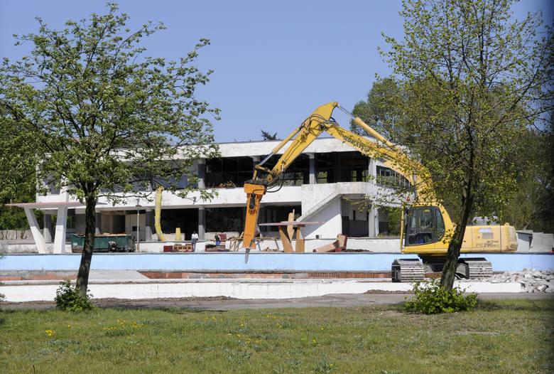 Wyburzanie Wodnika - kwiecień 2009 roku.