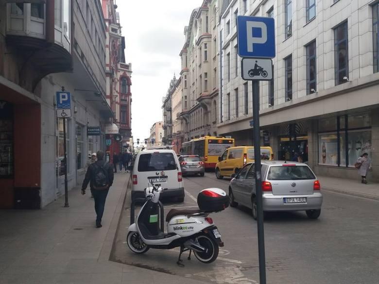 Od dwóch dni po łódzkich ulicach poruszają się elektryczne skutery. Ale nie wszyscy ich użytkownicy wiedzą, co im wolno i myślą, że jadą... rowerem.–