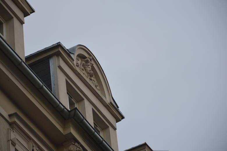 Problem z elewacją kamienicy przy ul. Chrobrego 33