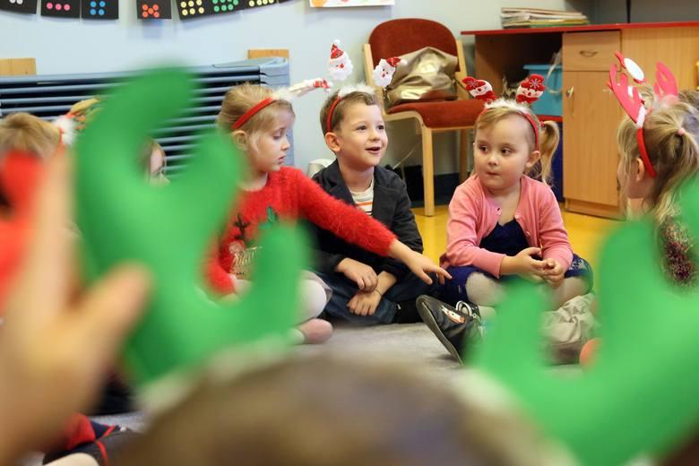 Rząd zamknie żłobki i przedszkola? Jest taka opcja. Hudzik: Dzieci w żłobkach i przedszkolach stały się bardziej podatne na zakażenie