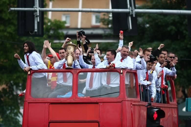 Triumfalny przejazd jagiellończyków przez Białystok po zdobyciu Pucharu Polski w maju 2010 roku