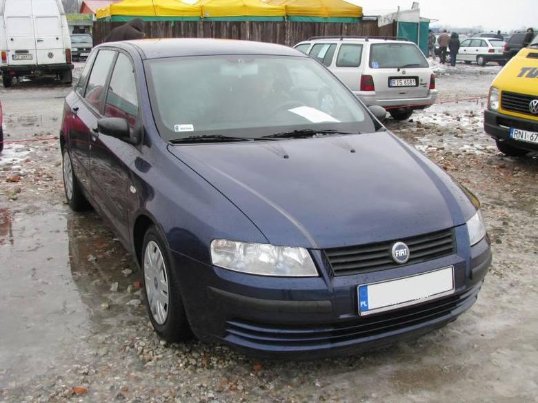 1. Fiat stiloSilnik 1,2 benzyna, przebieg 105000 km. Rok produkcji 2003. Wyposazenie: 2 poduszki powietrzne, elektrycznie sterowane szyby, radioodtwarzacz,