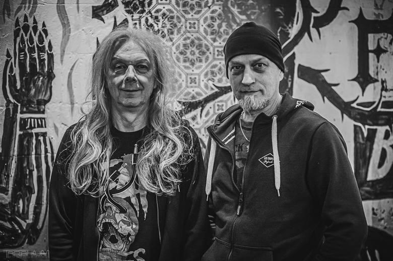Wojciech Hoffmann (gitarzysta) i Bogusz Rutkiewicz (basista)