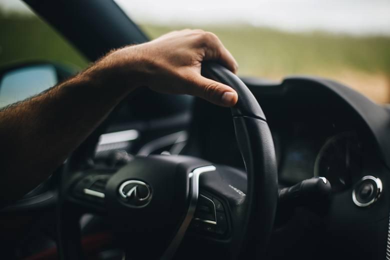 Osoby spod tych znaków zodiaku to najlepsi kierowcy. Kto jest królem szos: Panna, czy Koziorożec? Sprawdź, kto pewniej czuje się za kółkiem