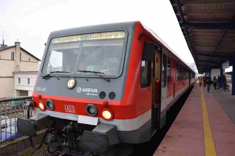 W niedzielę 20 marca ruszyło długo oczekiwane bezpośrednie połączenie kolejowe Gorzów – Berlin. O 8.28 pociąg wjechał na gorzowski peron.O tym, że połączenie