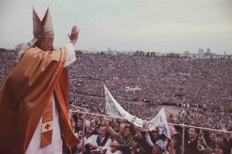 W tym roku będziemy obchodzić 40. rocznicę pielgrzymki papieża Jana Pawła II do Polski. Dokładnie w dniach od 2 do 10 czerwca w 1979 roku.  Między innymi