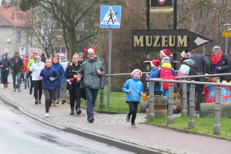 Ponad 16 tys. 600 złotych i 3506 km - to wyniki piątej edycji biegu charytatywnego zorganizowanego w Brodnicy. W tym roku mieszkańcy regionu pobiegli
