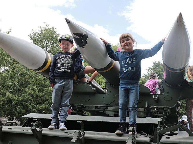 Aleksandra Steyer i Niekodem Gawrecki  oglądali wyrzutnię rakiet