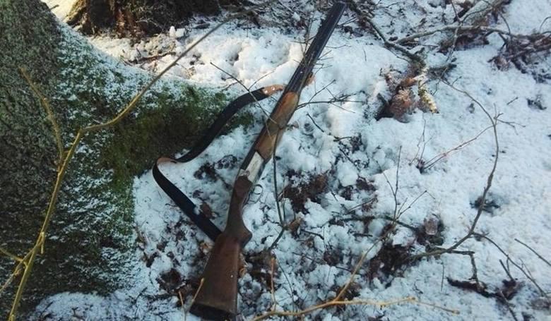 Właśnie tę broń porzucił jeden z myśliwych na widok strażników leśnych