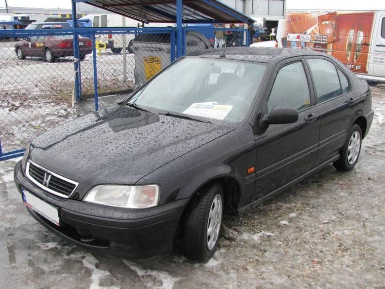 2. Honda civicSilnik 1,4 benzyna, przebieg 186000 km. Rok produkcji 2000. Wyposazenie: elektrycznie sterowane szyby i lusterka, ABS, centralny zamek,
