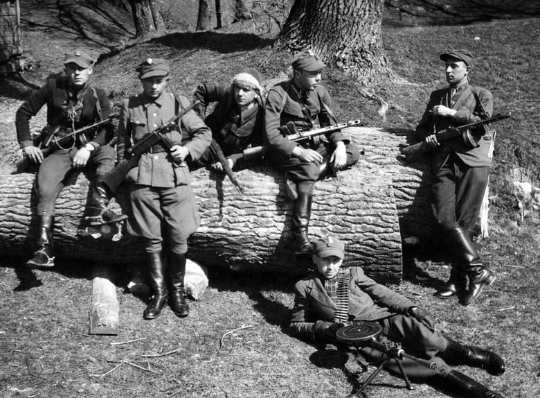 Jeden z oddziałów leśnych Gwardii Ludowej / Armii Ludowej