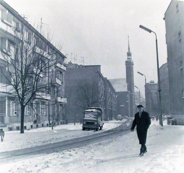 Ulica Mikołajska w zimowej oprawie.