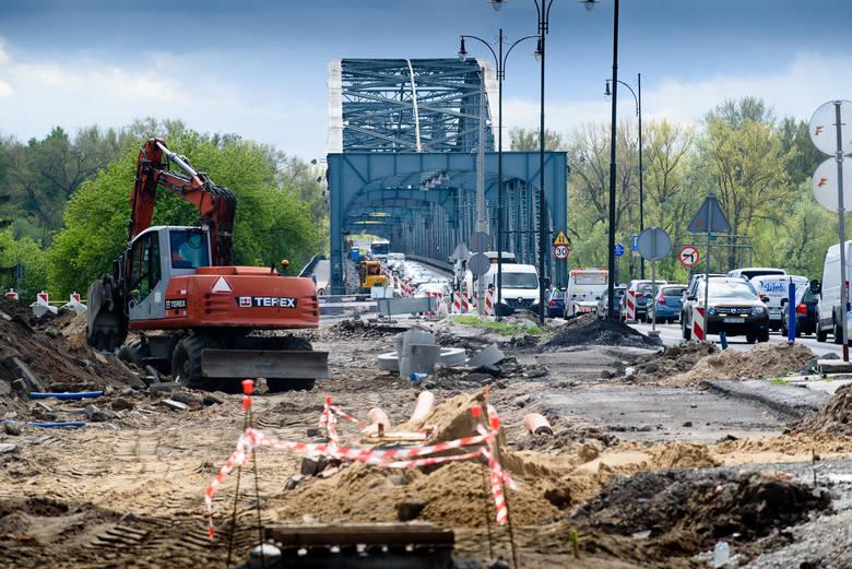 28 kwietnia rozpoczął się pierwszy etap remontu głównej przeprawy drogowej w Toruniu – mostu im. Józefa Piłsudskiego. Prawdopodobnie zakończy się on