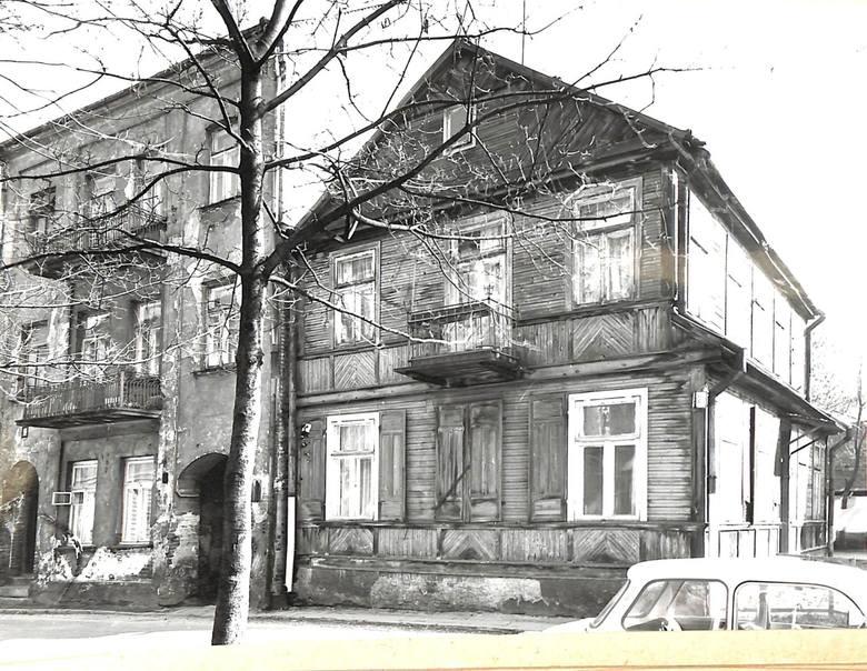 Tak wyglądał dom przy ul. Zamenhofa 20. Teraz jest tam parking naprzeciwko hotelu Branickiego.
