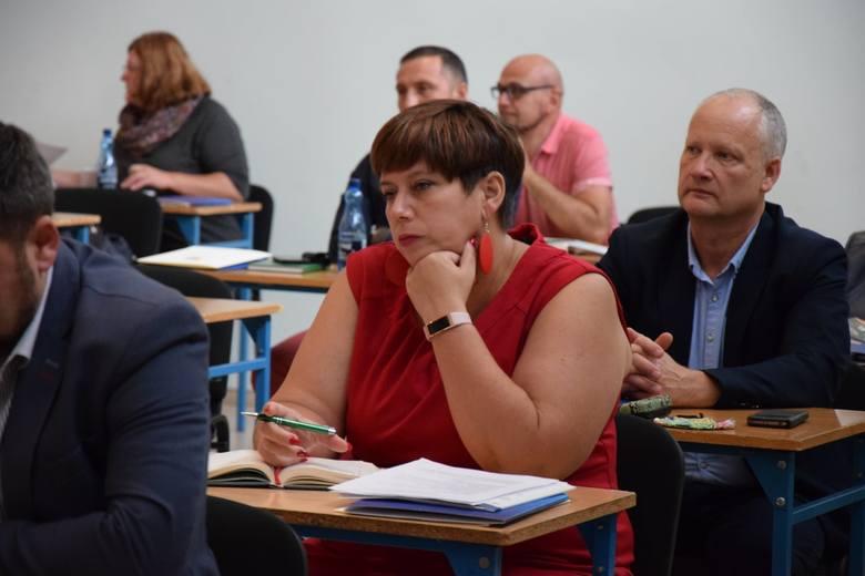 """W czwartek, 17 września 2020 r. odbyło się pierwsze spotkanie zespołu konsultacyjnego ds. opracowania """"Polityki oświatowej Powiatu Nowosolskiego – strategia na lata 2021-2026""""."""