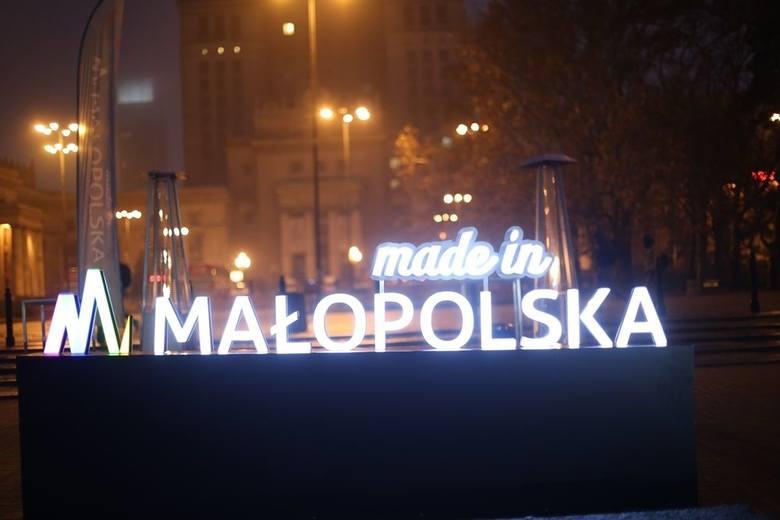 Rozgrzewająca herbata pod Pałacem Kultury i Nauki. Tak Małopolska promowała się w Warszawie