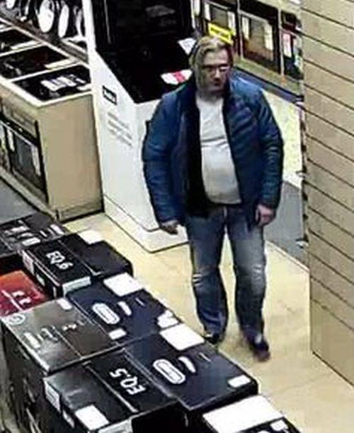 Do kradzieży doszło w sklepie RTV Euro AGD. Mężczyzna ukradł dyski zewnętrzne o łącznej wartości ponad 3 tys. złotych.