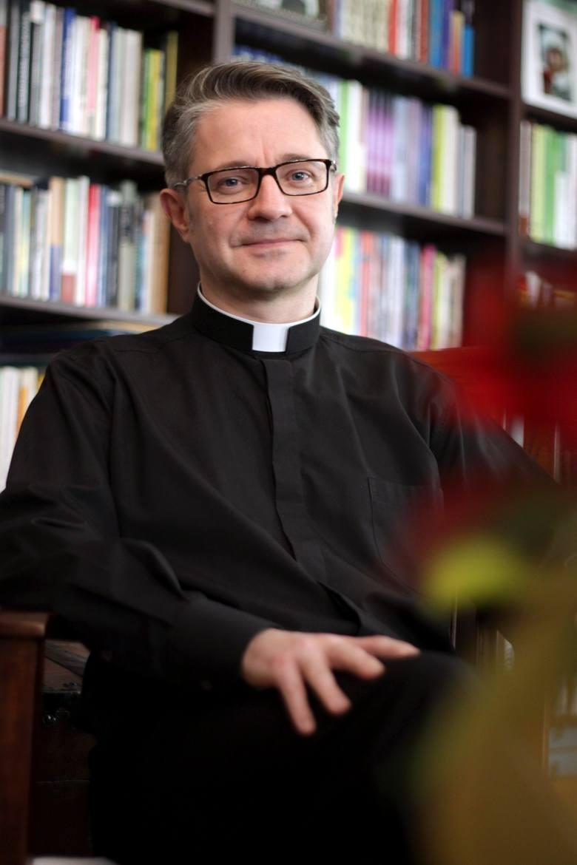 Ks. dr Jarosław Jęczeń.