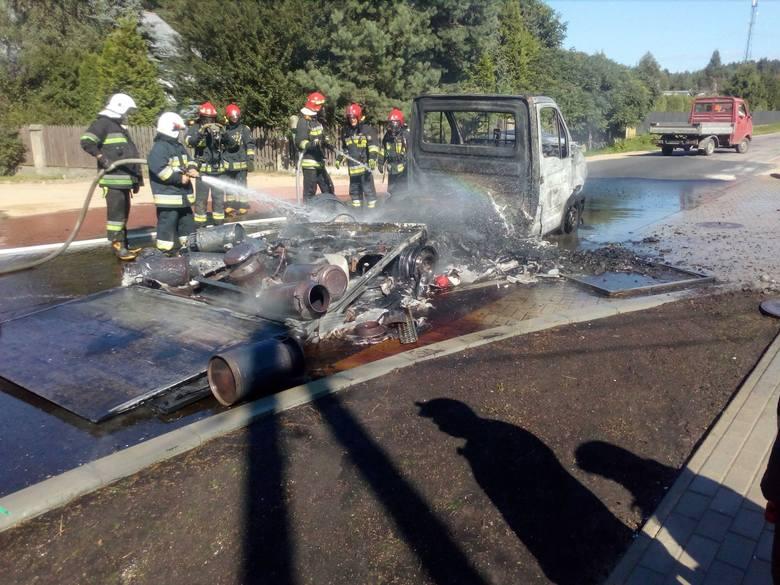 We wtorek w miejscowości Ogrodniczki doszło do pożaru samochodu dostawczego. Pojazd przewoził skrzynki z miodem, prawdopodobnie jedna z nich zapaliła