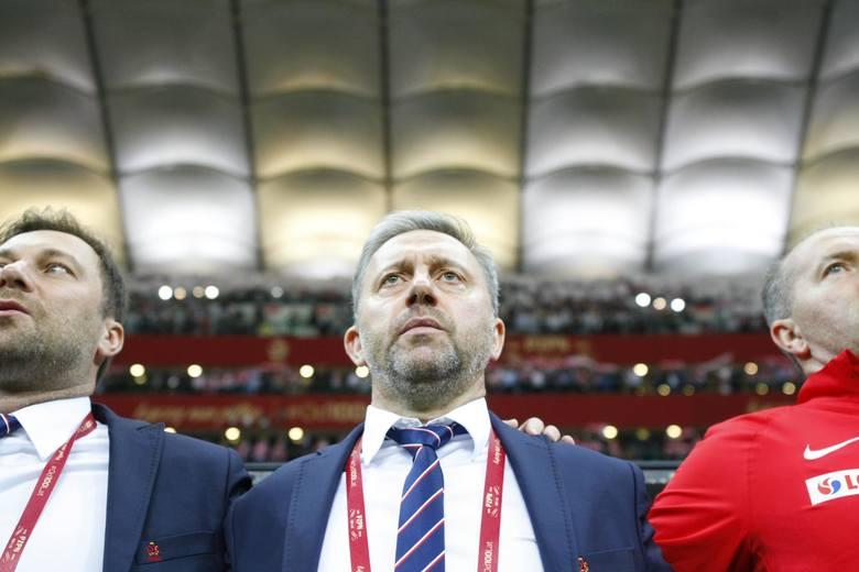 Jak na większości stadionów piłkarskich, tak przed każdym meczem reprezentacji Polski na PGE Narodowym spiker wykrzykuje imię piłkarza, zachęcając, by