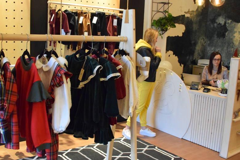 """Nowy sklep z odzieżą dla dzieci w Kielcach. """"Otulmnie"""" oferuje modne i oryginalne ubrania polskich producentów [WIDEO, ZDJĘCIA]"""