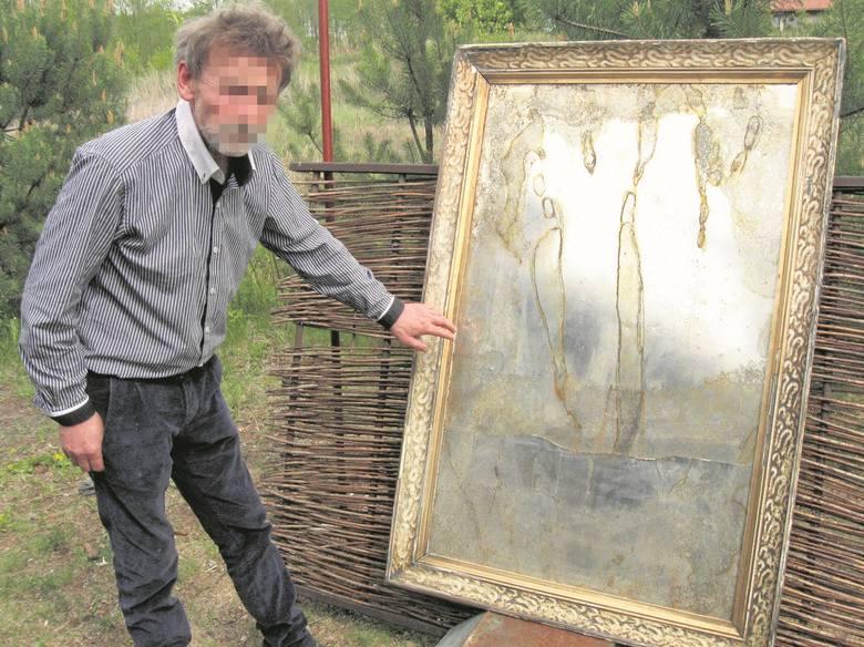 Kilka lat temu Wojciech Słoneczny zaczął budować nowy dom w Oborach. Stary miał być wynajmowany turystom. Pozostały przy nim prace plastyczne właści