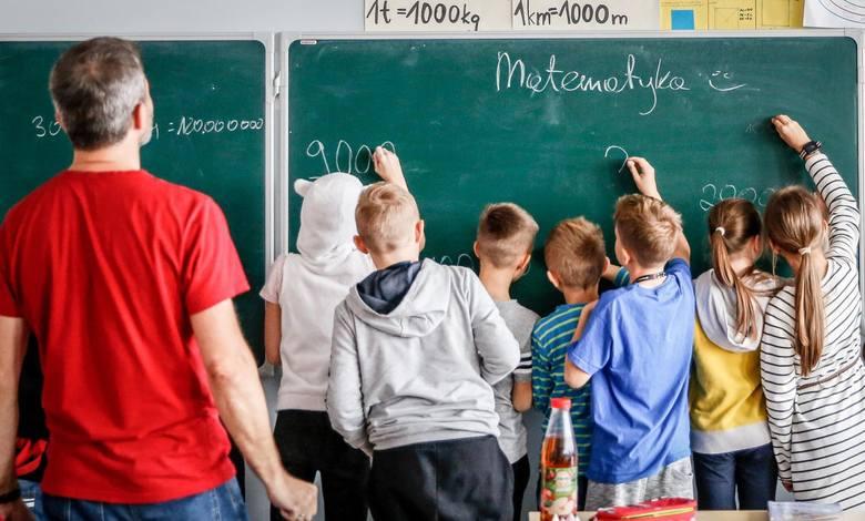 Nauczyciele boją się, że będą musieli pracować dłużej, a to wcale nie oznacza podwyżek pensji