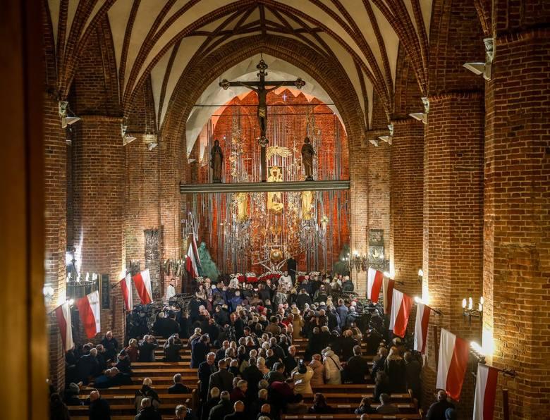 Odsłonięcie Bursztynowego Ołtarza. Uroczystość w Bazylice Św. Brygidy w Gdańsku