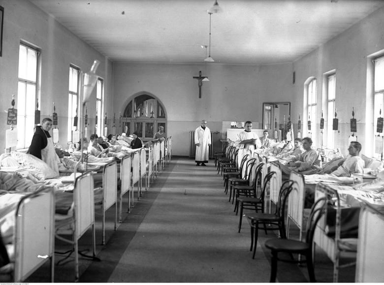 Szpital Zakonu Bonifratrów św. Jana Grandego w Krakowie. Sala chorych. Rok 1938.