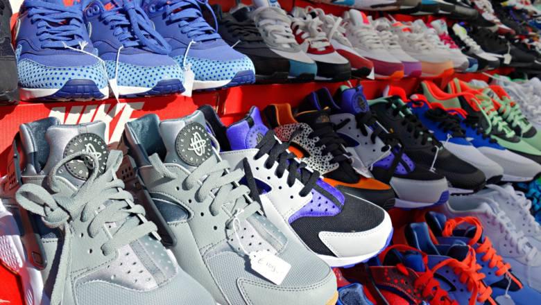 Do ćwiczeń nie nadają się także trampki lub półbuty stylizowane na sportowe. Kupuj w fachowych sklepach, które dają gwarancję wytrzymałości obuwia. Buty