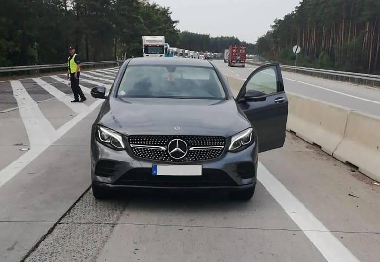 Policjanci żagańskiej drogówki zatrzymali po pościgu uciekającego z Niemiec kierowcę, który jadąc skradzionym mercedesem, nie zatrzymał się do kontroli.