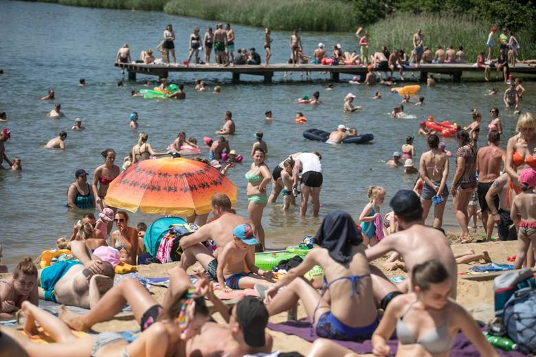 Zalew Bagry. Plaża, kąpielsko i sporty wodne w Krakowie dla każdego. Jachty, kajaki, surfing, rowerki wodne, wakeboarding [ZDJĘCIA]