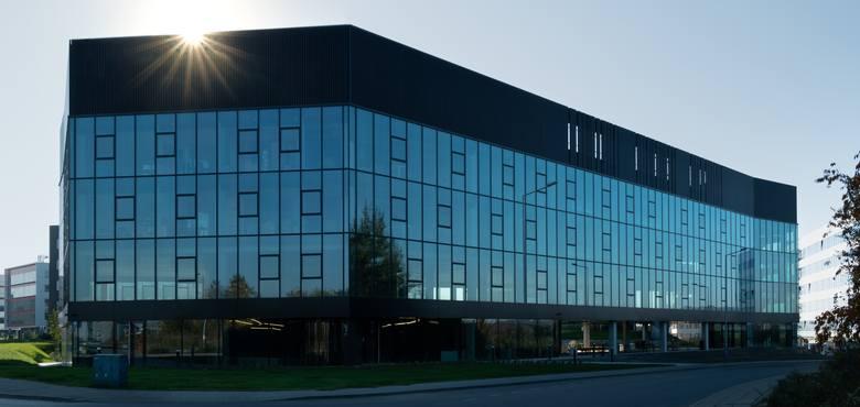 Dot Office G - kolejna krakowska lokalizacja At Office ma zupełnie inny charakter. I ona znajduje się na terenie Specjalnej Strefy Ekonomicznej Krakowskiego Parku Technologicznego