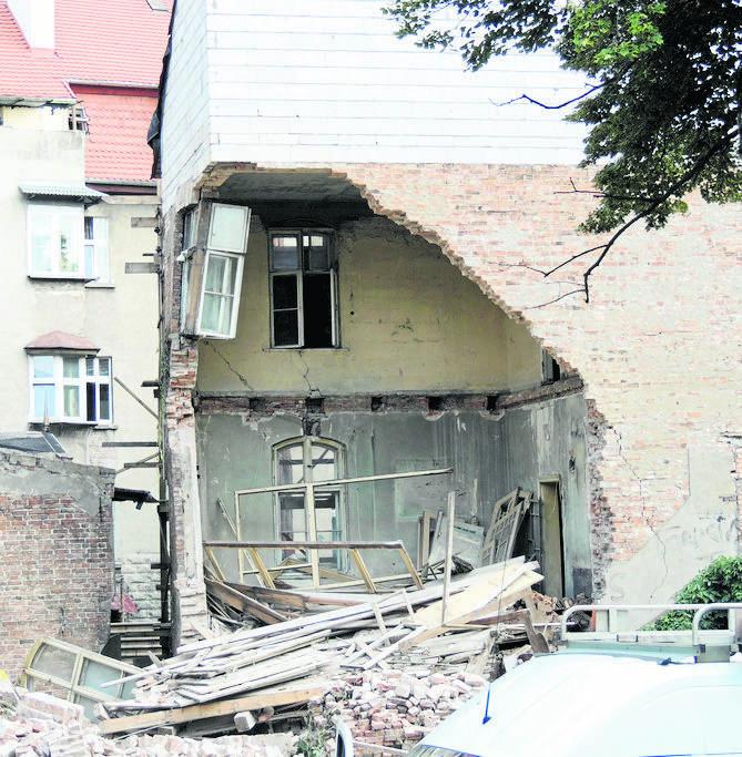 W willi Przy Mickiewicza 20 zawalił się fragment ściany tylnej części budynku. Na szczęście nikomu nic się nie stało