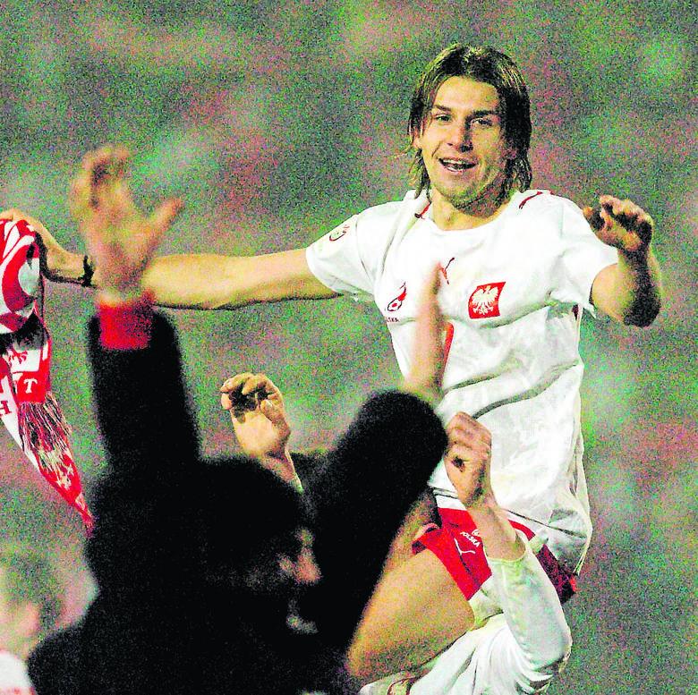Euzebiusz Smolarek fetuje radość po wygranej z Belgią w 2007 roku. <br />