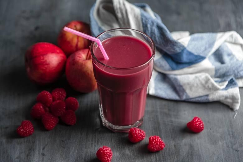 Dieta sokowa to często napoje z zawartością jabłek – owoc ten jest stosowany jako dodatek słodzący, zwłaszcza w przypadku użycia mniej smacznych skł
