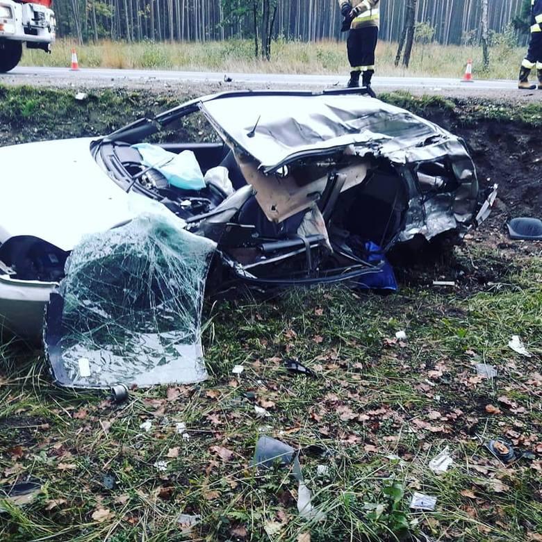 Wstrząsające zdjęcia z wypadku w Katach. 66-letni mieszkaniec Stalowej Woli zginął na miejscu (ZDJĘCIA)