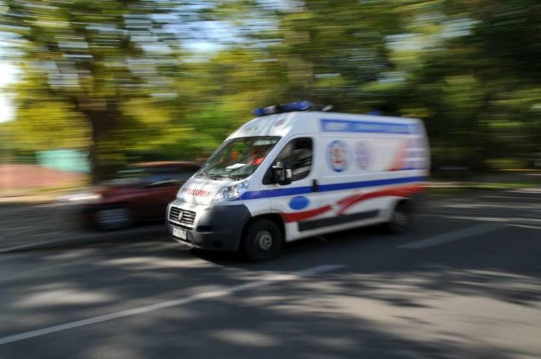 Do zderzenia dwóch samochodów osobowych doszło po godzinie 14 na skrzyżowaniu ul. Witosa z Alejami Solidarności.