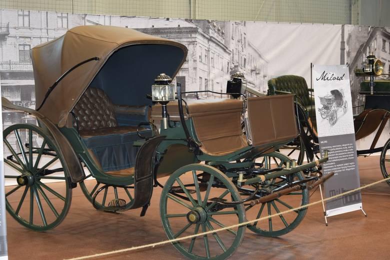 Z okazji Skierniewickiego Święta Kwiatów, Owoców i Warzyw Muzeum Historyczne Skierniewic przygotowało wystawę zabytkowych pojazdów konnych z kolekcji Grażyny i Sławomira Zająców. Można ją oglądać w starej hali OSiR przy ul. Pomologicznej.