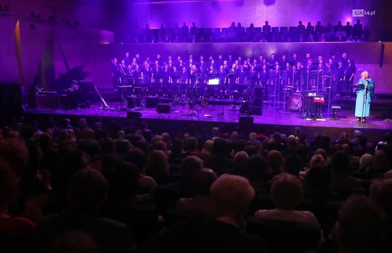 Chór Akademii Morskiej, Smolik, Skubas i Mikromusic wystąpili w filharmonii