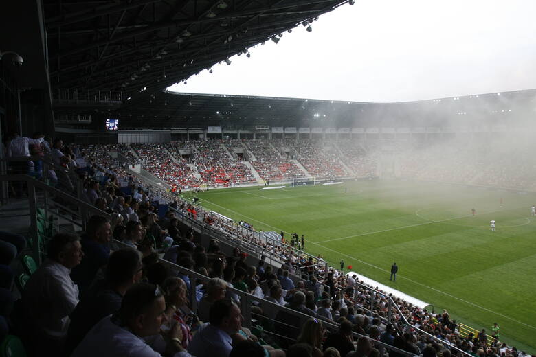 Tak samo jak rok temu do PKO Ekstraklasy awansują trzy drużyny: dwie bezpośrednio (miejsca 1-2), a kolejna z baraży (z miejsca 3-6). Wszyscy zainteresowani