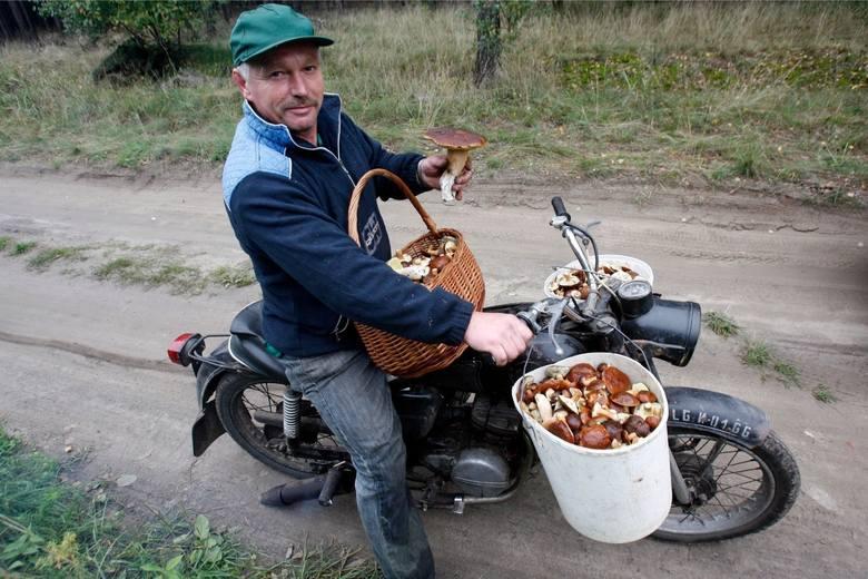 Numer 1. Kiedy okazuje się, że jest tak dużo grzybów, że nie masz już do czego ich zbierać, ani czym przetransportować ich do domu. A mówią, że od przybytku