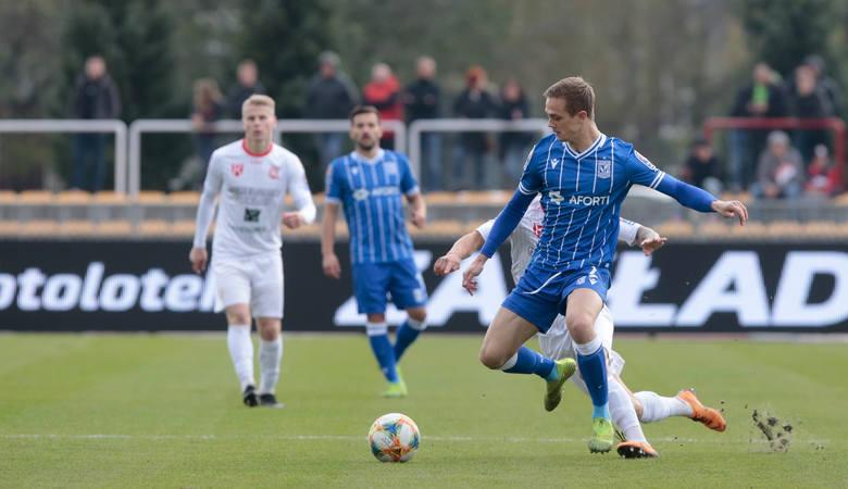 Lech Poznań już w pierwszej połowie przypieczętował swój awans do 1/8 Pucharu Polski. Do przerwy Kolejorz prowadził z Resovią 2:0. Potem zawodnicy trenera