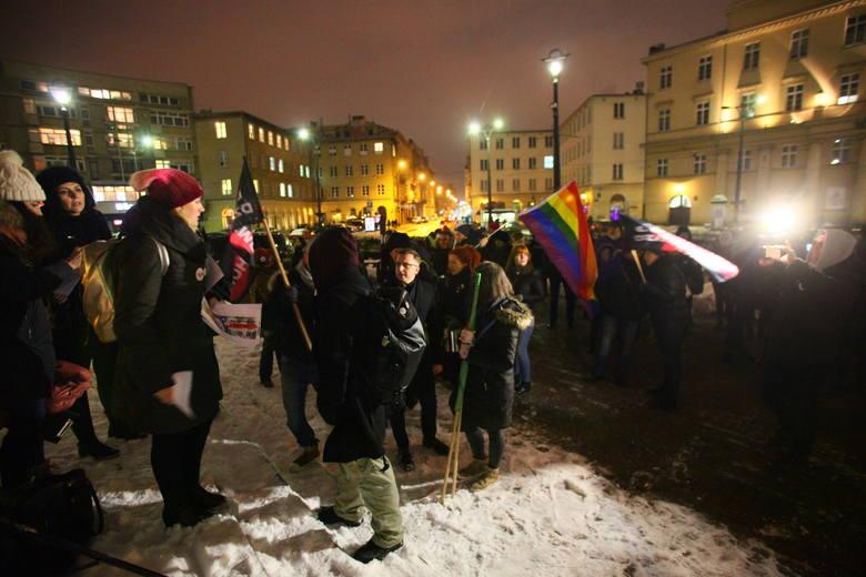 Czarny protest w Łodzi. Pikieta Deja vu! Strajk Kobiet na placu Wolności