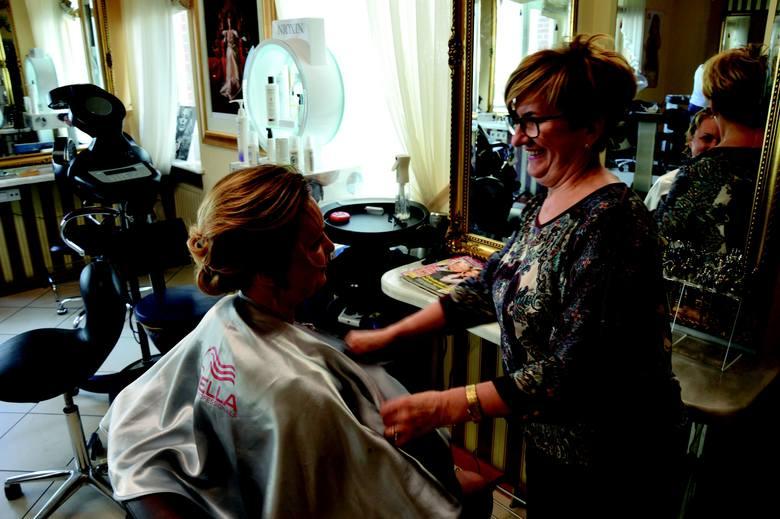 Maria Katscher - jedna z bohaterek albumu - to wielokrotna zdobywczyni najwyższych laurów w zawodzie fryzjera.