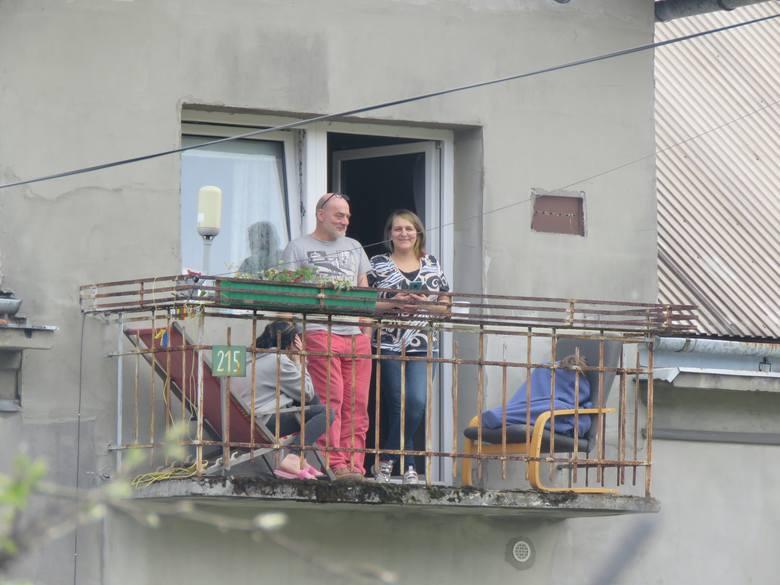 Prezydent Andrzej Duda w Makowie Dolnym. Witali go mieszkańcy. Na zdjęciu pochodząca z Brześcia na Białorusi pani Julia z rodziną