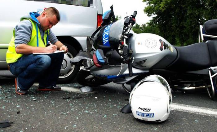 Obywatel Chin staranował policjanta na motorze ze strzeleckiej drogówki (zdjęcia)